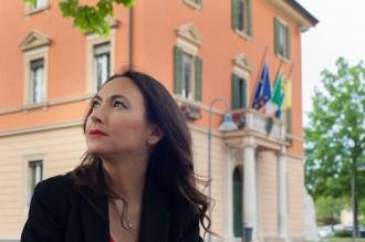 Irene Priolo in Piazza Marconi a Calderara